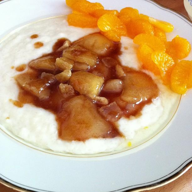 Nachtisch oder Hauptgericht? Wurst! Milchreis mit kandierten Ingwerbirnen und kalten Mandarinen... <a rel=