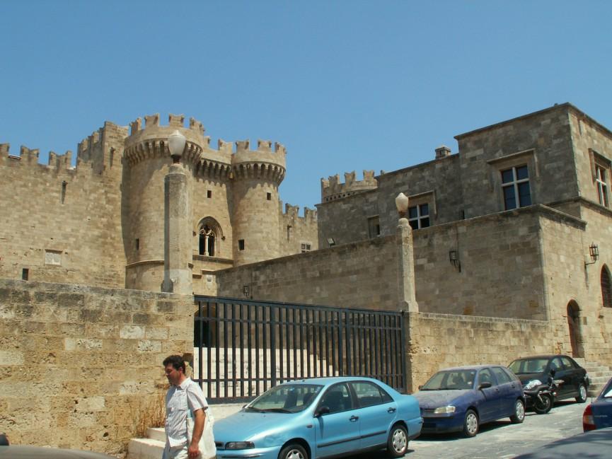 Der Großmeisterpalast in Rhodos-Stadt - mächtig protzig