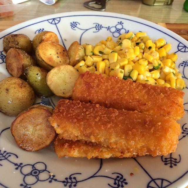 Gestern gab's ja so tolles Essen, da habe ich heute mal die Tiefkühle leergemacht. @having Fischstäbchen! #foodporn - via Instagram