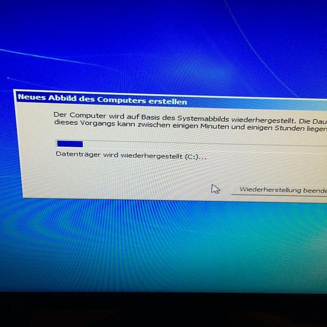 #Backup von Windows wiederherstellen? Nach 10 Stunden fummeln läuft's, mal gucken was bei rauskommt... - via Instagram