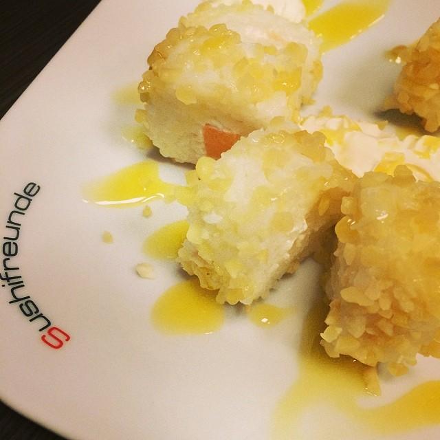 Lecker Sushi mit Freunden... Ne, Herr Verständig? #foodporn So neu, das kennt noch nicht mal Foursquare... - via Instagram