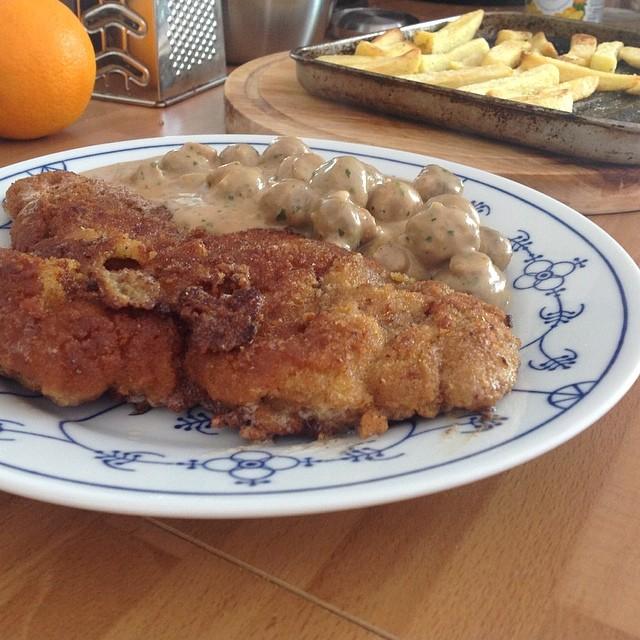 Zur Feier des Nichtfeiertages: Wiener Schnitzel #foodporn Mahlzeit! - via Instagram