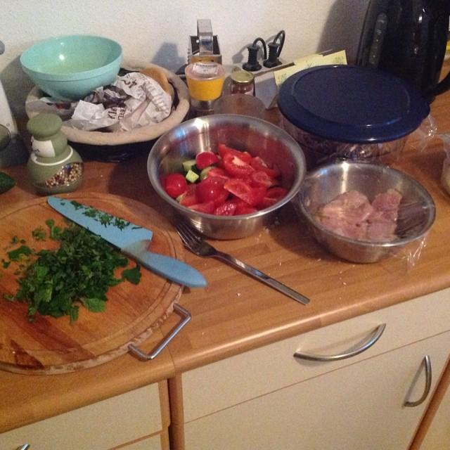 Es wird wieder gekocht... Mal schauen, was es wird.. ;-) #foodporn - via Instagram