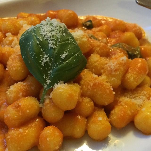Heute wieder #rome <a href='https://www.senselesswisdom.net/tag/foodporn/' rel='tag'>#foodporn</a> : Gnocchi mit Tomatensoße, sehr lecker - via Instagram