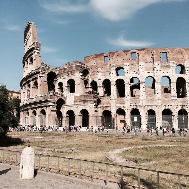 Heute: Kolosseum und drumrum... #rome außerdem: schön warm ;-) und überall Wasser für nen Euro... - via Instagram
