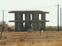 Solche unfertigen Bauten findet man viel auf Rhodos...