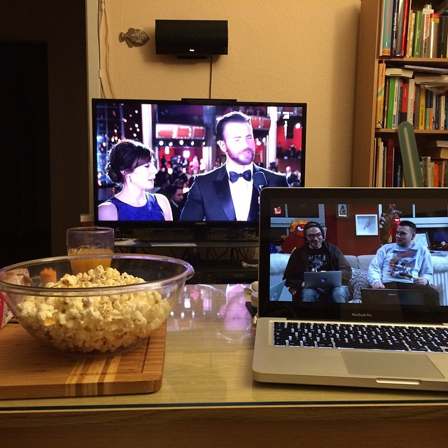 So, Popcorn ist noch warm, wegen mir kann's dann auch mal losgehen... #oscars - via Instagram