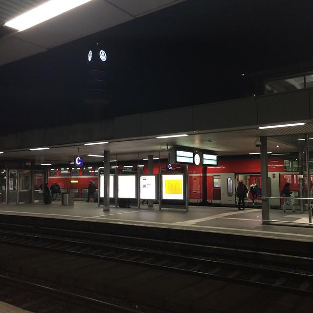 Wegen Verspätung ein wenig Aufenthalt in <a href='https://www.senselesswisdom.net/tag/hannover/' rel='tag'>#hannover</a> und warten auf den nächsten IC... - via Instagram
