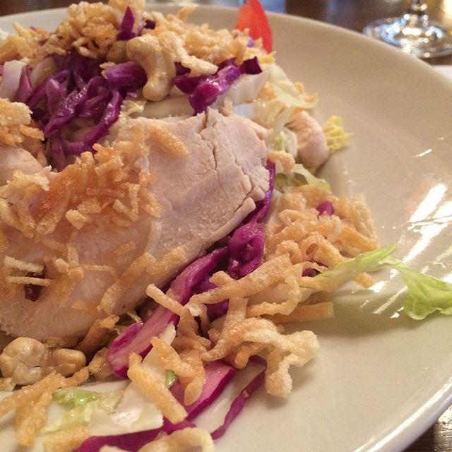 Heute gab's: Was der Franzose Chinese Salad nennt. Chinakohl, Cashewnuss, Hähnchen- Sehr lecker! <a rel=