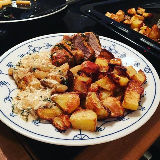 So, Abendessen ist fertig: Schweinefilet in Kräuterkruste mit Ofenkartoffeln und Schwarzwurzelgemüse <a href='https://www.senselesswisdom.net/tag/foodporn/' rel='tag'>#foodporn</a> #hellofresh - via Instagram
