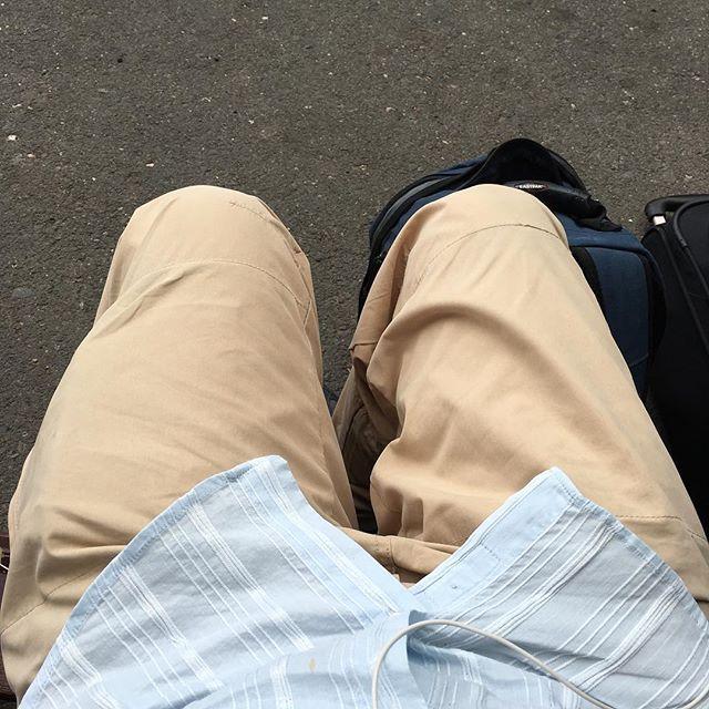 Warten auf den Flughafentransfer... Die lauen Tage sind beinahe vorbei - via Instagram