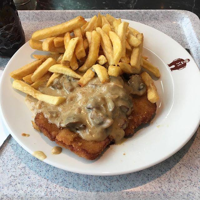 Schnitzel-Time bei Höffner vorhin <a rel=
