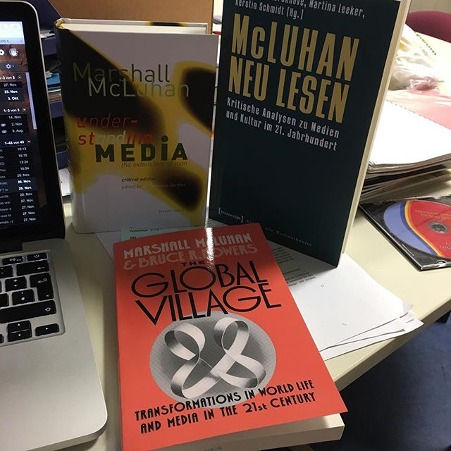 Mehr Bücher ist immer besser! <a href='https://www.senselesswisdom.net/tag/mcluhan/' rel='tag'>#mcluhan</a> - via Instagram