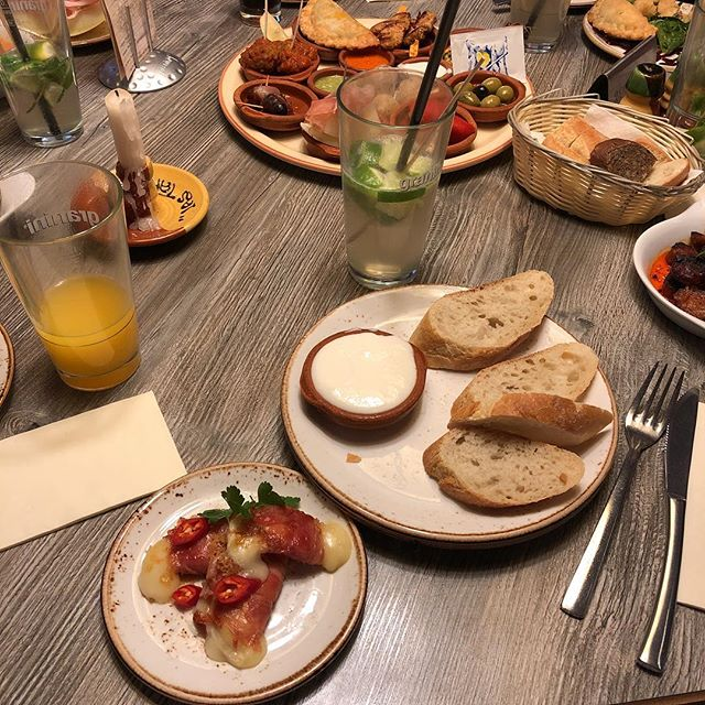 Tapas im Überfluss 🏻#spanish #foodporn - via Instagram