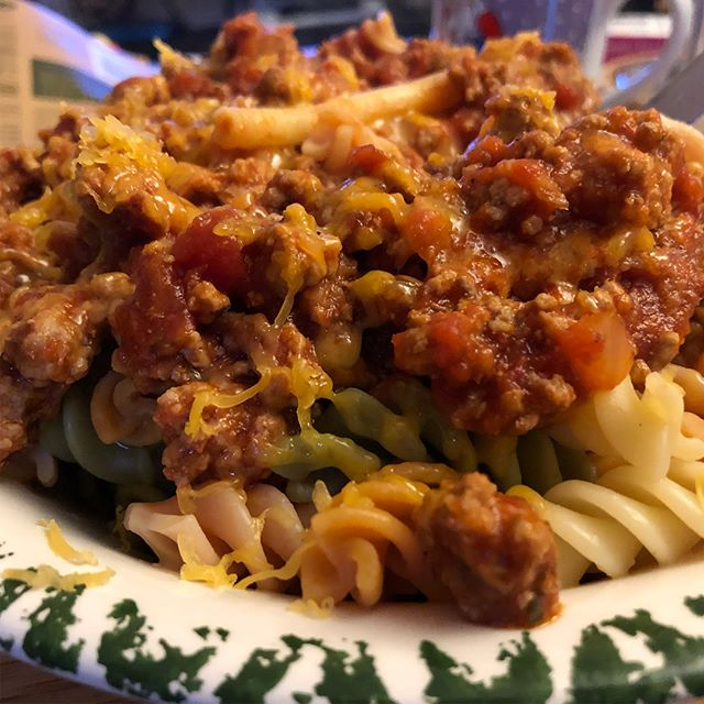 Pasta Tricolore mit Bolognese und Cheddar #foodporn #pasta # - via Instagram