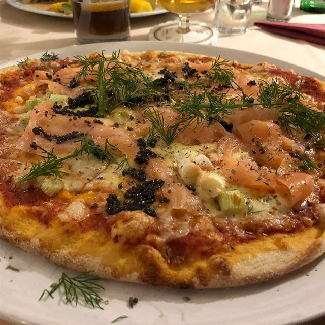 Auch gut: Pizza Salmone #italian #foodporn - via Instagram