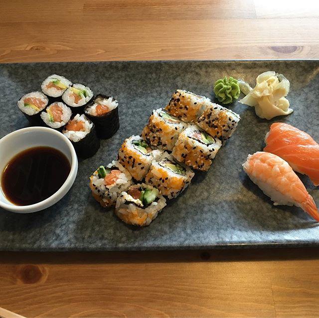 Lecker Sushi und Ingwertee im #sumo am Uniplatz <a rel=