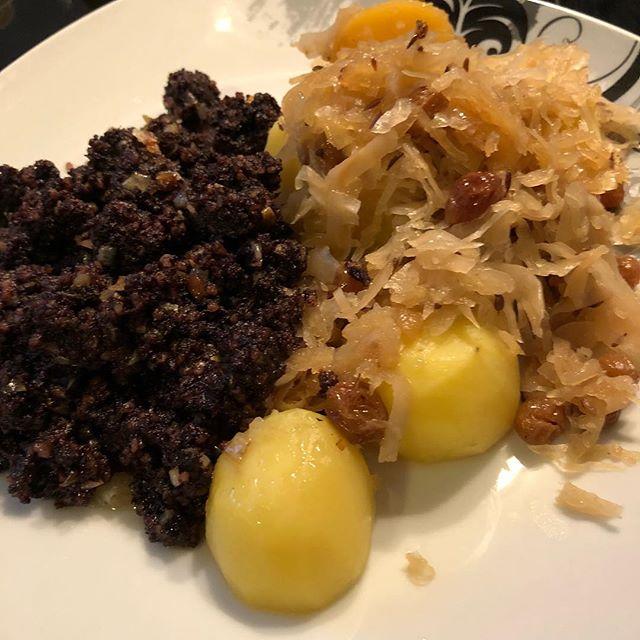 Mal wieder Zeit für Lose Wurst und Sauerkraut #hausmannskost <a rel=