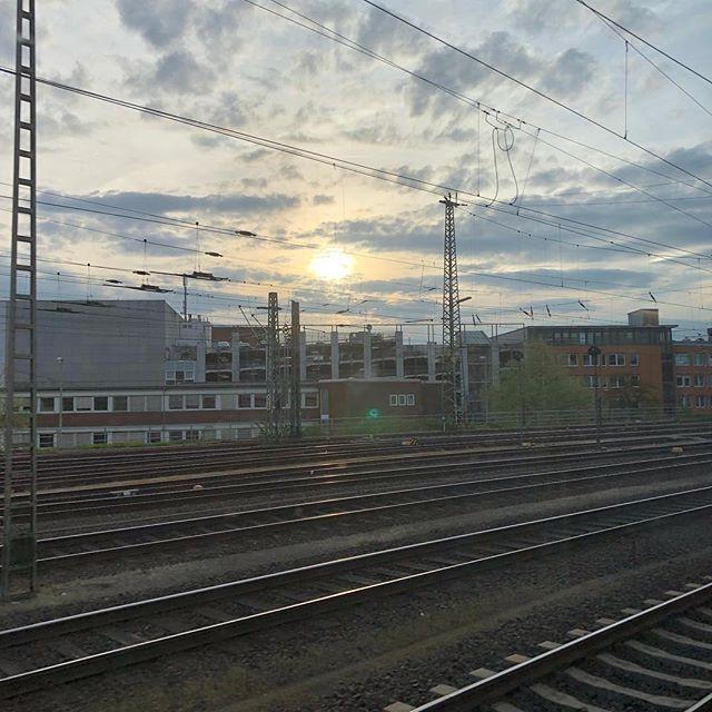 Noch nicht ganz zuhause... #sunset #nofilter - via Instagram